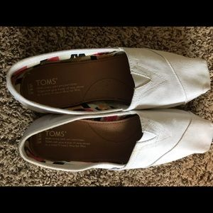 White Toms 8.5